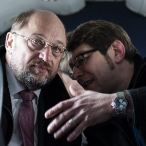 Wahlkampftour des SPD Spizenkandidaten fuer die Europawahl 2014 Martin Schulz Foto: Martin Schulz in einem Charterflieger auf dem Weg von Dortmund nach Bremen In der Luft, 02.052014  [Rechte Dritter nicht beim Fotografen, keine Haftung bei Forderungen von abgebildeten Personen oder deren abgebildeten Gegenstaenden - Third party rights not with photographer, no liability for claims from persons or their objects photographed] Engl.: Europe, Germany, airplane, flight from Dortmund to Bremen, election campaign tour of the SPD top candidate for the European election 2014 Martin Schulz, politics, politician, election campaign, President of the European Parliament, elections, portrait, 02 May 2014 [Third party rights not with photographer, no liability for claims from persons or their objects photographed]